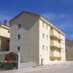 Edificio construido con paneles modulares, Ávila