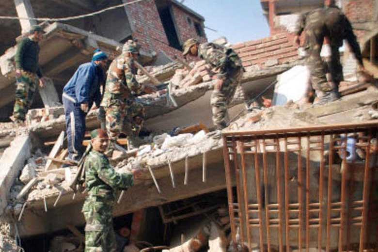 Imagen de la destrucción de edificios en la ciudad de Imfal, Manipur durante el sismo de magnitud 6,7