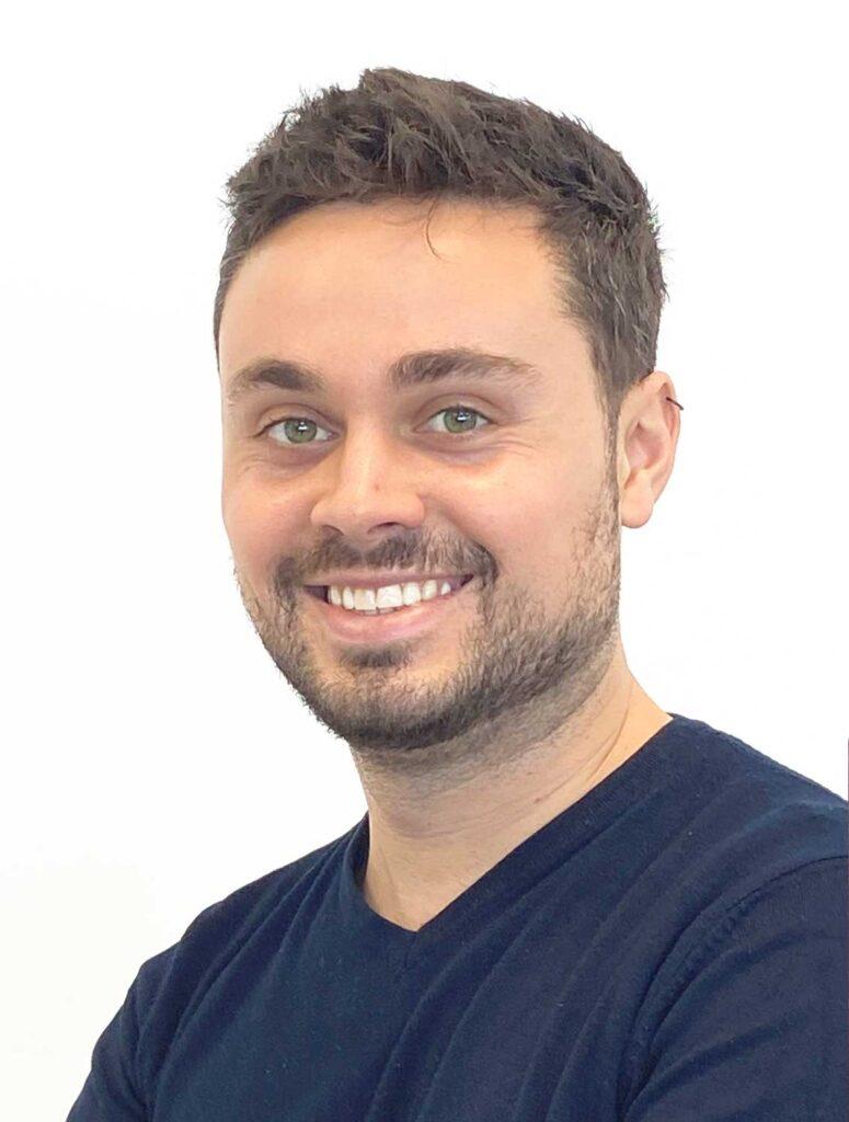 Adrian Gallardo, Técnico en Baupanel System